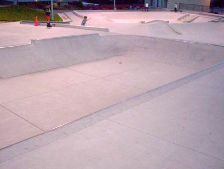 7. Bowl with metal coping