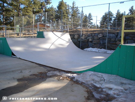 4ft/6ft Metal Half-Pipe.
