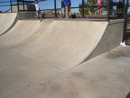 4' halfpipe with rollin
